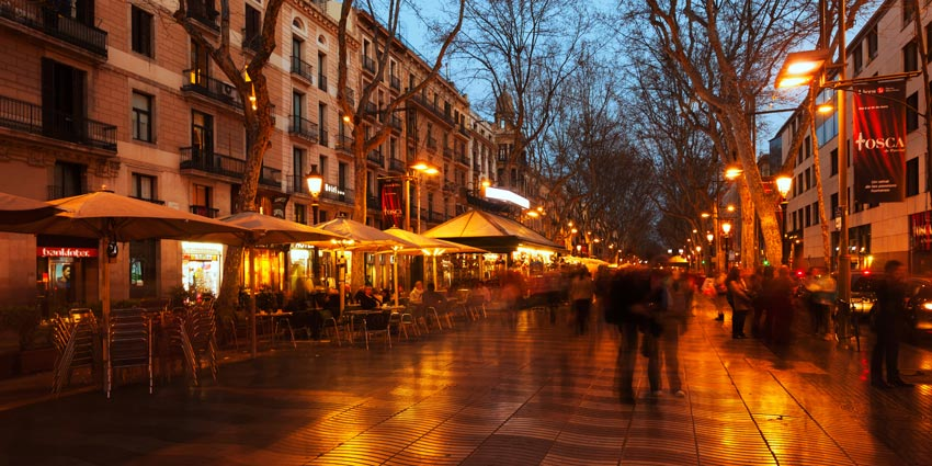 La rambla de noche for Trabajos de verano barcelona
